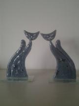 Katte i glas med koboltoxyd