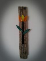 Glas blomst på drivtømmer