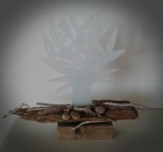 Træ i glas på drivtømmer. 600 Kr